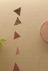 Image of les triangles * guirlande en papier cousu