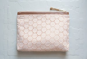 Image of ESSENTIAL Make up Clutch
