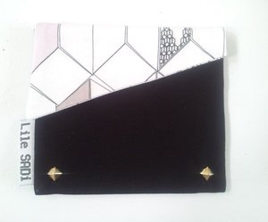 Image of Graphic Beauty bag