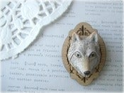 Image of White Wolf with Wooden Frame Brooch