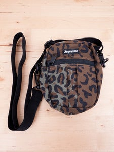 Image of Supreme - Camera Bag Leopard