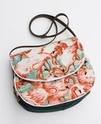 Image of the flamingo bag. (b)