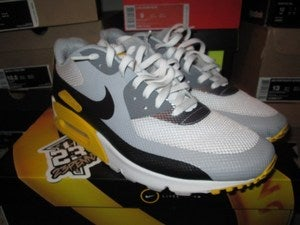 "Image of Air Max 90 Hyperfuse ""LiveStrong Foundation"" *PRE-OWNED*"