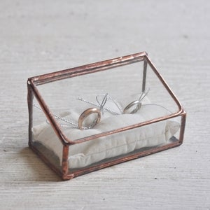 Image of Lidded Ring Box, double display 