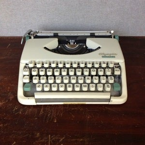Image of Vintage Splendid British Typewriter