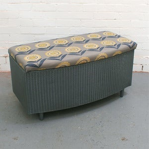 Image of Vintage Lloyd Loom Ottoman in Big Daisy