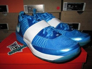 "Image of Zoom Revis ""Chlorine Blue"""