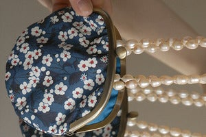 Image of Coin purse / Daisies / Petrol blue