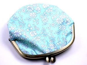 Image of Coin purse / White flowers / Aqua