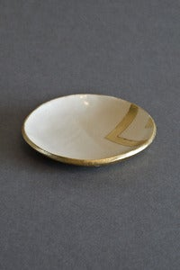 Image of Up in the Air small arrow dish