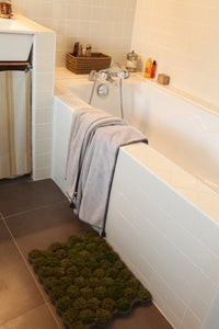 "Image of [ENG] The moss bath rug ""Larosée"""