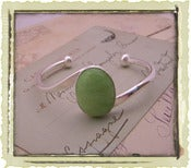 "Jewelry: ""Apple Green"""