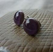 Image of purple studs - round