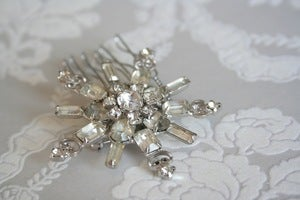 Image of Vintage rhinestone bridal hair comb : piece 007
