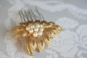 Image of Vintage rhinestone and pearl bridal hair comb : piece 009