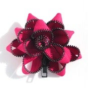 Image of Zipper Pin (hot-pink: black)