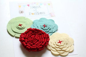Image of Felt Posie Cluster - Holly Jolly