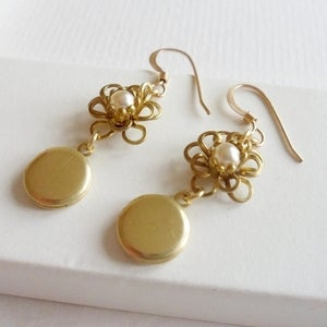 Image of Petite Fleur Earrings