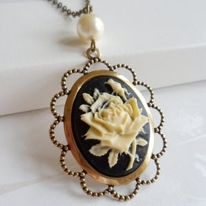 Image of Vanity Floral Cameo Necklace (gold)