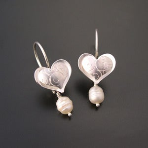 Image of Puffy Heart with removable pearls