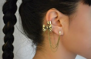 Image of gold tone bow earcuff