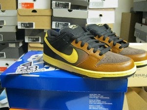 Image of SB Dunk Low Premium QS &quot;Black and Tans&quot; 
