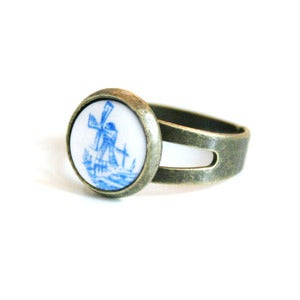 Image of Windy Days Cameo Ring