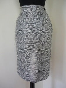 Image of 60s black & white 'snakeskin' pencil skirt