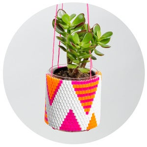 Image of Woven Bead Planter (white w orange & pink triangles)
