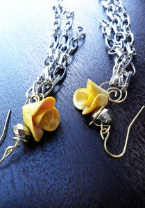 Image of Small Yellow Rose w/ chain