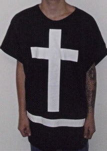 "Image of MAXI TEE ""GODLESS"" BLACK/WHITE"
