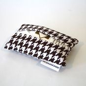 Image of travel tissue case - brown houndstooth