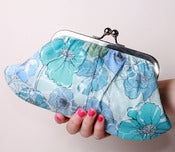 Image of Blooms in the Sky Fifi clutch