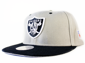 Image of Oakland Raiders Mitchell&amp;Ness Snapback in Grey