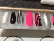 Image of Pink &amp; Black Press Ons w/ Swarovski Accent Nail