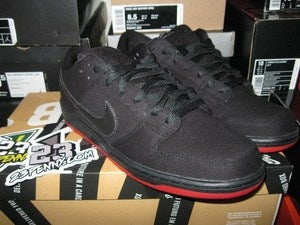 Image of SB Dunk Low Pro Premium QS &quot;Levi's - Black Denim&quot;