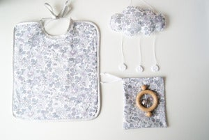 Image of  Mini Box Bavoir+Baby Cloud+ hochet CE offert! Liberty of London Srie Limite