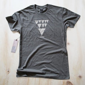 Image of Mens tee - Charcoal Arrows