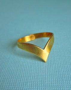 Image of Thorn Vintage Brass Chevron Ring