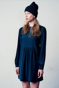 Image of elora slouchy toque of merino wool (shown in black)