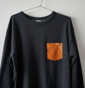 Image of WOOD POCKET BLACK SWEATSHIRT