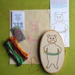 Image of COUNTING BEAR : DIY EMBROIDERY KIT  