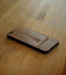 "Image of iPhone 5 wood cover ""Sailboat"" Walnut"