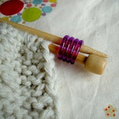 Image of Sujetador de agujas / Coil Knitting needle holders Clover