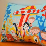 Image of Coussin &quot;le mange enchant&quot;
