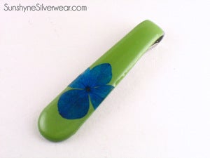 Image of Spoon Handle Pendant: Green with Blue Hydrangea