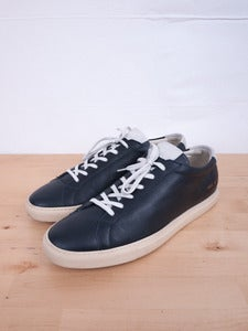 Image of Common Projects - Achilles Vintage Low Navy Sneakers