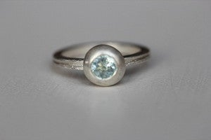 Image of aquamarine pebble ring in silver