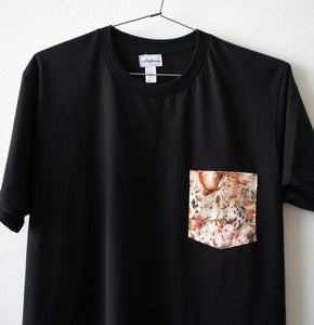 Image of PIGS POCKET TEE (black)