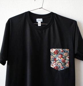 Image of FRENCH FLOWERS POCKET TEE (black)